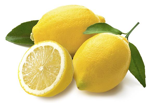 Além de induzir o emagrecimento, o limão ajuda a diminuir o colesterol, a desintoxicar e alcalinizar o sangue e ativa o sistema imunológico.