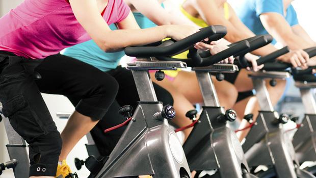 Praticar atividades físicas queima calorias e gorduras ao mesmo tempo